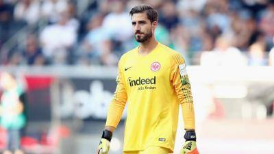 [VIDEO] Kevin Trapp: Playing football in full stadiums – We miss that a lot
