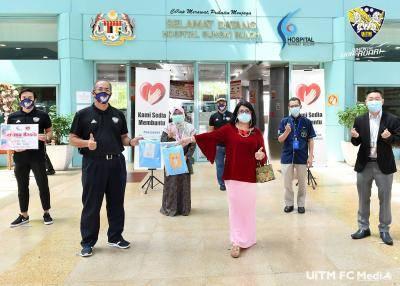 UiTM FC sumbang 400 PPE untuk petugas Hospital Sungai Buloh