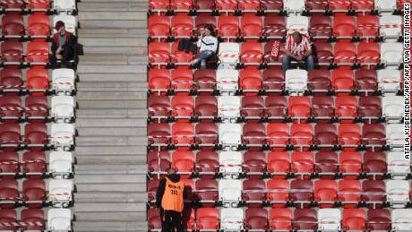 Hungarian league allow fans to enter the stadium
