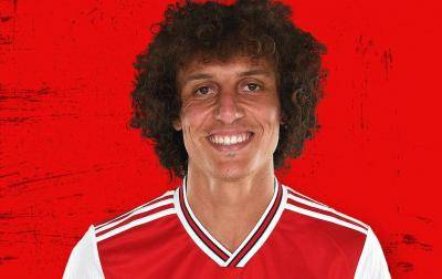 [VIDEO] David Luiz stays with Arsenal for another year