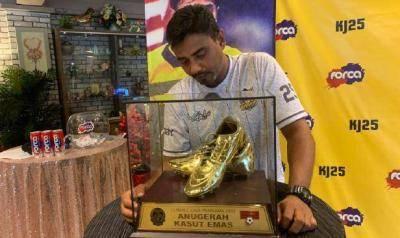 Khalid Jamlus setuju jual trofi Kasut Emas dengan harga RM99,999