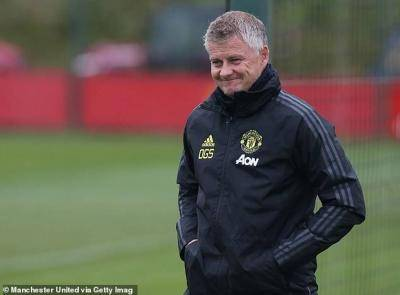 Roma fans drill Manchester United manager Solskjaer with posters outside training ground