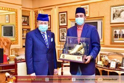 Kasut Emas Khalid Jamlus dibeli Sultan Selangor