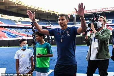 """Ini benar-benar membuat saya mengamuk…"": Thiago Silva membidas pengarah sukan PSG kerana gagal memberikannya tawaran baru setelah final Liga Juara-Juara"