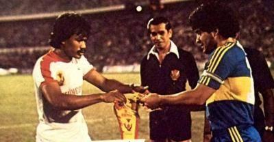 Dunia bola sepak bersedih di atas pemergian Maradona
