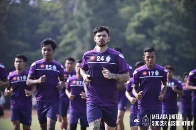 Disebabkan Melaka, Curran Ferns bersara dari dunia bola sepak