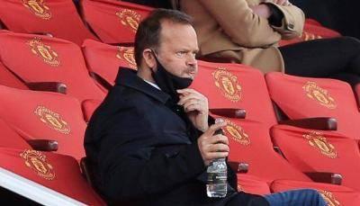 Gary Neville mengeluarkan reaksi kasar ketika Ed Woodward mengundurkan diri dari Man Utd