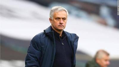 José Mourinho dipecat sebagai pengurus Tottenham Hotspur setelah hanya 17 bulan bertugas