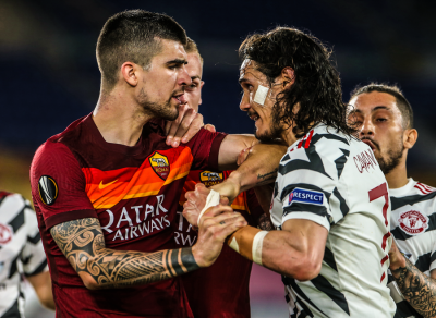 Edinson Cavani storms in to protect Mason Greenwood accosted by Roma defenders