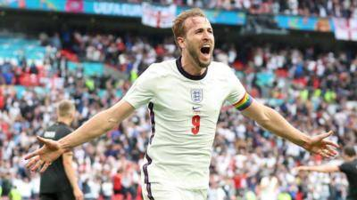 Tottenham 'setuju' untuk membiarkan Harry Kane bergabung dengan Man City meninggalkan wira England 'gembira'