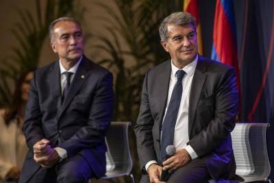 Dewan Barcelona bercakap mengenai Aguero dan Koeman