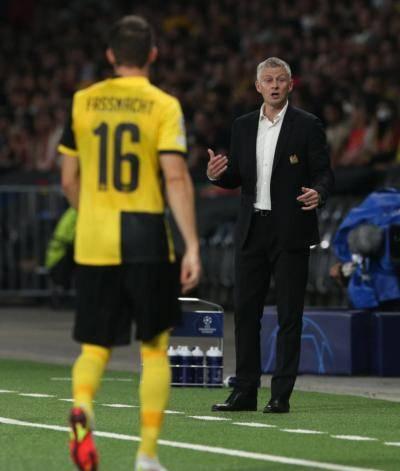 Gary Neville berpendapat kejuaraan Liga Perdana Inggeris tidak dapat dimenang Man United musim ini