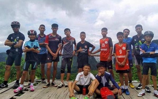 เรารอพวกคุณอยู่! รวมโพสต์ให้กำลังใจฟุตบอลไทยส่งถึงทีมหมูป่า