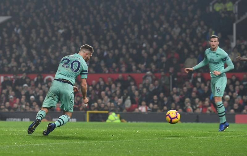 MANCHESTER, ENGLAND - DECEMBER 05: Shkodran Mustafi scores Arsenal's goal during the Premier League match between Manchester United and Arsenal FC at Old Trafford on December 5, 2018 in Manchester, United Kingdom. (Photo by David Price/Arsenal FC via Getty Images)