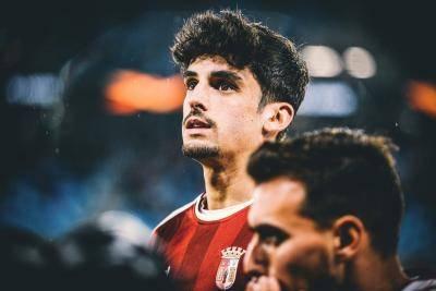 """กองหน้าทีมชาติสเปน ยู21 ชี้ เห็นดาวรุ่งป้ายแดง บาร์ซ่า คนนี้แล้ว """"ทำให้นึกถึง เมสซี่"""""""