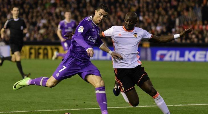 Valencia 2-1 Real Madrid: Một mình Ronaldo là không đủ!