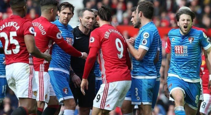 Trọng tài Kevin Friend bị chỉ trích dữ dội vì bênh Man United