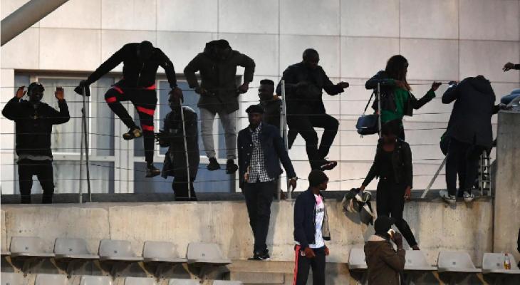 Chùm ảnh: Khán giả tràn vào sân trận giao hữu giữa Bờ Biển Ngà và Senegal