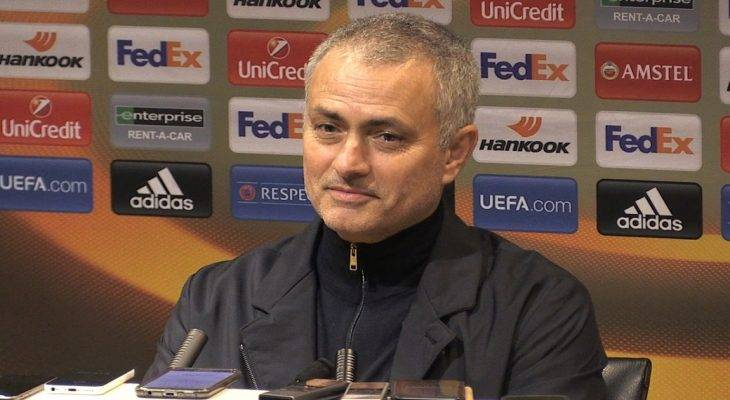 """Mourinho: """"Thi sĩ không thể có được nhiều danh hiệu"""""""