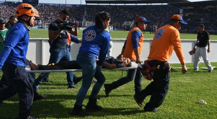 Chen lấn trong đám đông, bốn cổ động viên tại Honduras thiệt mạng