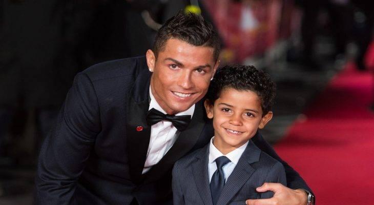 """""""Hổ phụ sinh hổ tử"""", con trai Cristiano Ronaldo lập hat-trick giống bố"""