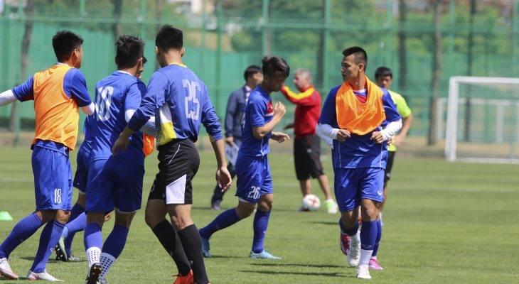 Chùm ảnh: U20 Việt Nam lao vào tập luyện khi vừa đến Cheonan