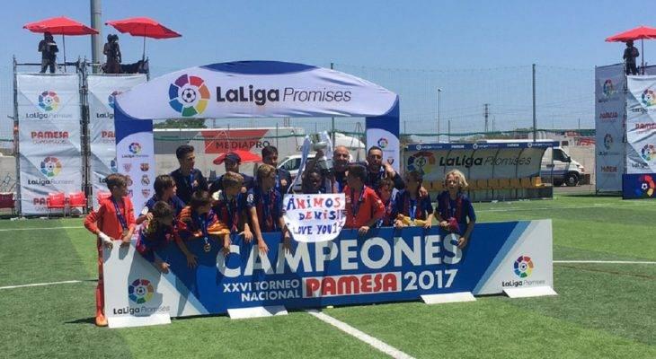 Video: Sao nhí Barca ghi bàn từ giữa sân