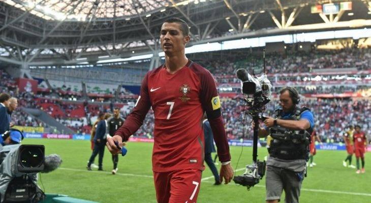 """Ronaldo: """"Rất khó để chơi tốt trên mặt cỏ xấu"""""""