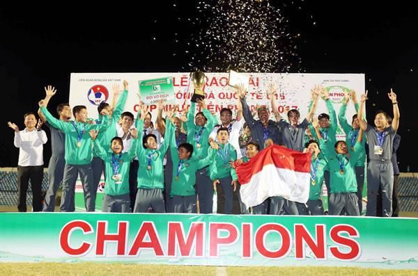 """HLV U15 Indonesia """"cầu xin"""" báo chí đừng tâng bốc cầu thủ"""