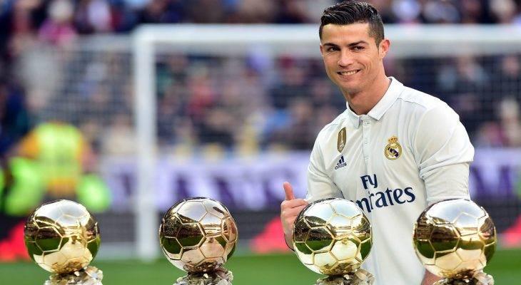 Ronaldo tri ân khách hàng Quả bóng vàng