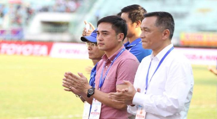 VIDEO: Chủ Tịch Sài Gòn FC thi đá xà ngang với các ngoại binh
