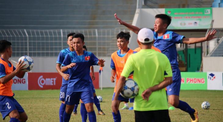 """GĐKT Gede: """"U15 Việt Nam cần cải thiện nhiều về thể lực"""""""