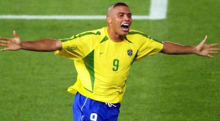 "Ronaldo ""béo"" bảo vệ Donnarumma"