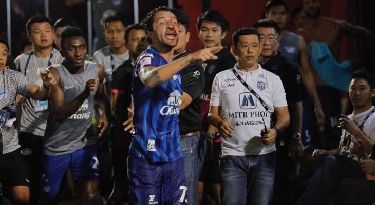 Đánh nhau chảy máu, cầu thủ và GĐTT Thai League bị phạt nặng