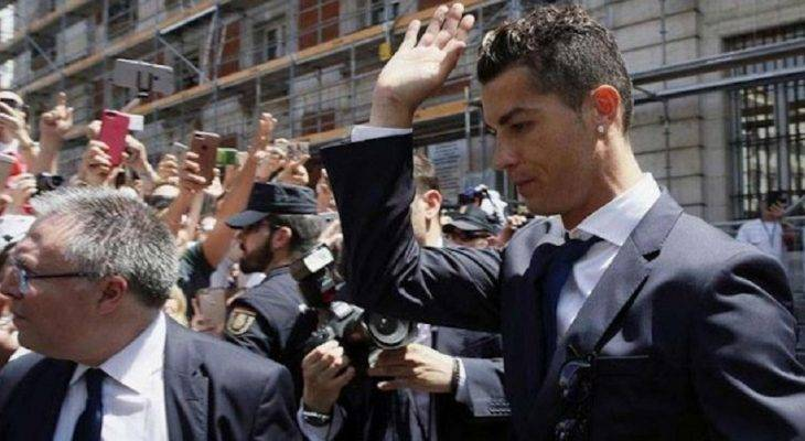 Cristiano Ronaldo từ chối trả lời báo chí sau phiên toà trốn thuế