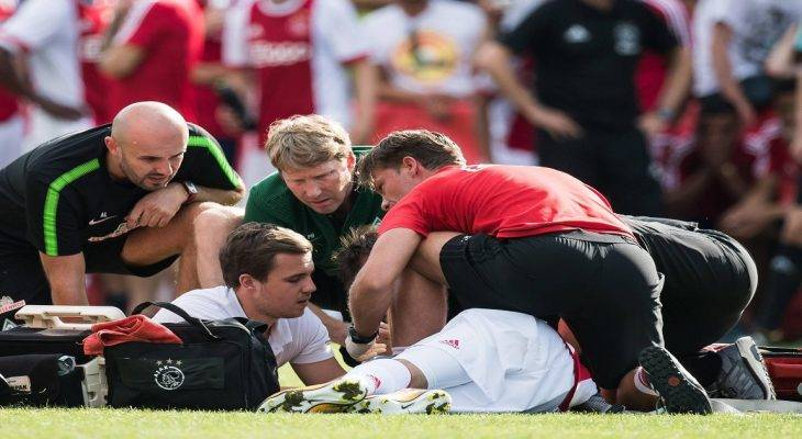Sao trẻ Ajax đột quỵ khi đang thi đấu