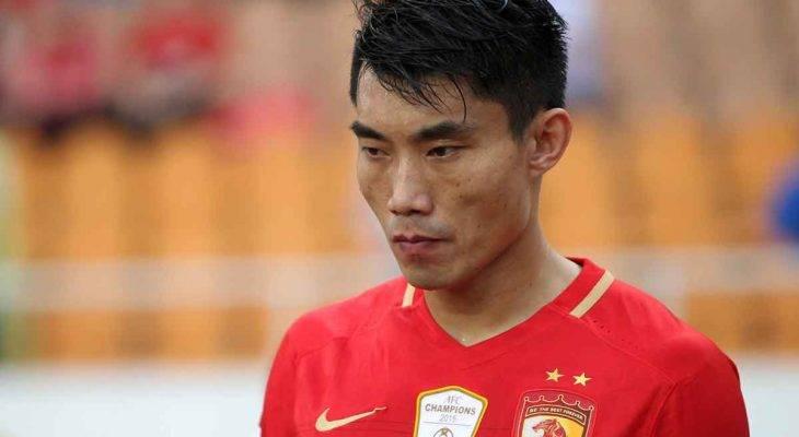 Từ chối bắt tay, cầu thủ Trung Quốc bị phạt tiền
