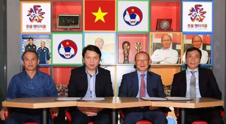 HLV Park Hang Seo đặt chân đến Việt Nam
