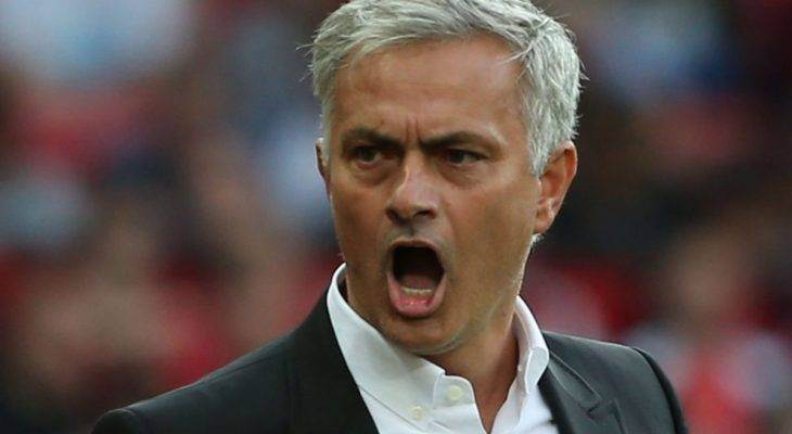 "Derby Manchester: Mourinho 'đá xoáy"" các cầu thủ Man City"