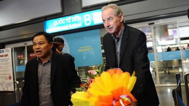 HLV Riedl trở lại làm việc ở giải Indonesia