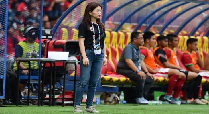 """Cựu nữ trưởng đoàn xinh đẹp Thái Lan muốn """"thâu tóm"""" CLB châu Âu"""