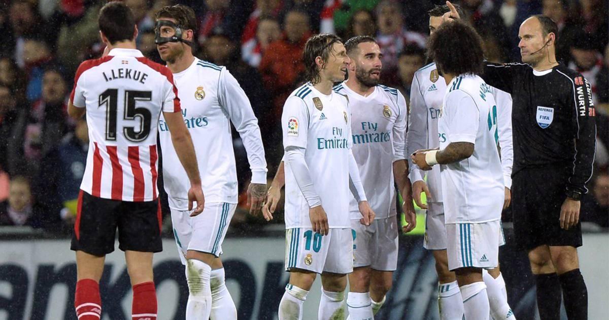 Sergio Ramos xứng danh Vua thẻ đỏ - hình ảnh