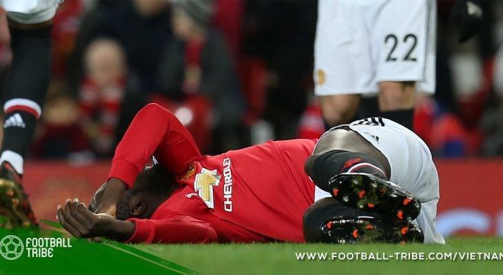 Manchester United mất cả hai trung phong chủ lực