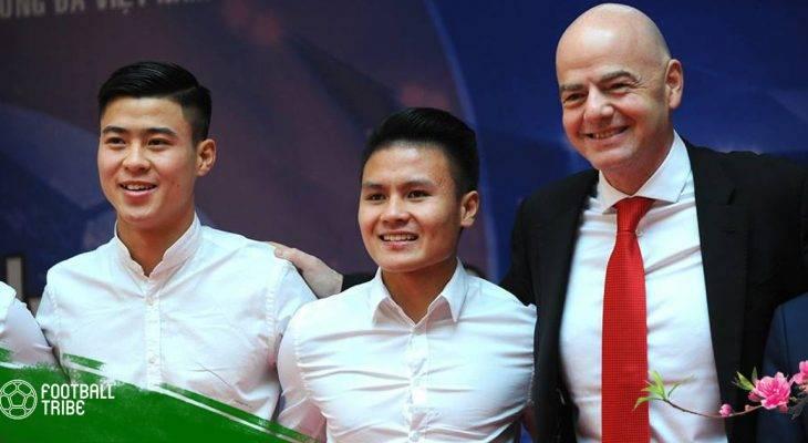 Chủ tịch FIFA bắt tay các tuyển thủ U23 Việt Nam