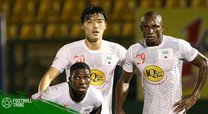 Cầu thủ bốn lần vô địch Cameroon thành đồng đội của Đức Chinh