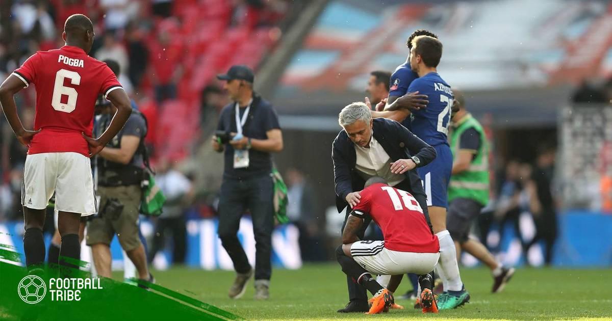 """Quỷ Đỏ trắng tay trong """"mùa giải thứ hai"""" của Jose Mourinho"""