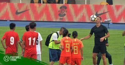 Cristiano Ronaldo giao lưu với fan nhí tại Trung Quốc