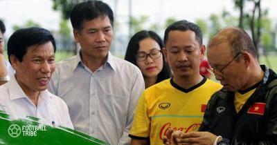Bộ trưởng Nguyễn Ngọc Thiện thăm và động viên ĐT Olympic Việt Nam