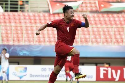 Đội trưởng U19 Việt Nam chấn thương, nhập viện khẩn sau trận thua