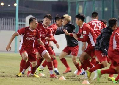 Tuyển Việt Nam nhận quà trước trận khai màn Asian Cup 2019 gặp Iraq